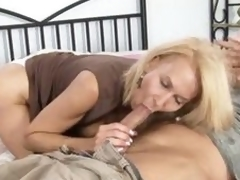 Mature cougar receives screwed
