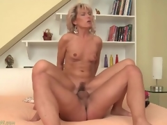 Constricted mom vagina bounces on large young schlong