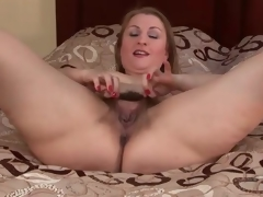 Big wazoo solo milf models her hairy cunt