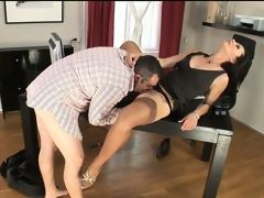 Nympho secretary in nylons trades head with her boss dude at work